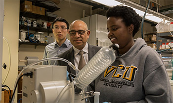 Ram B. Gupta (second from L) guides the lithium battery study. Photo courtesy VCU College of Engineering